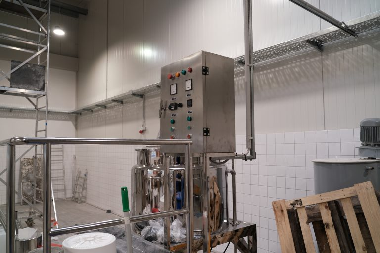The process of setting up a big mixer